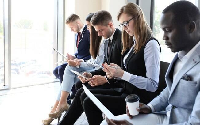 Recolocação profissional: candidatos afirmam que aceitariam ganhar menos e ter um cargo menor só para voltar ao mercado de trabalho