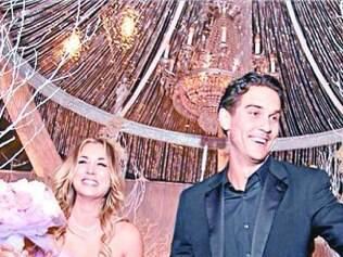 Kaley Cuoco, atriz do seriado Big Bang Theory, se casou no ano passado usando um tomara-que-caia rosa