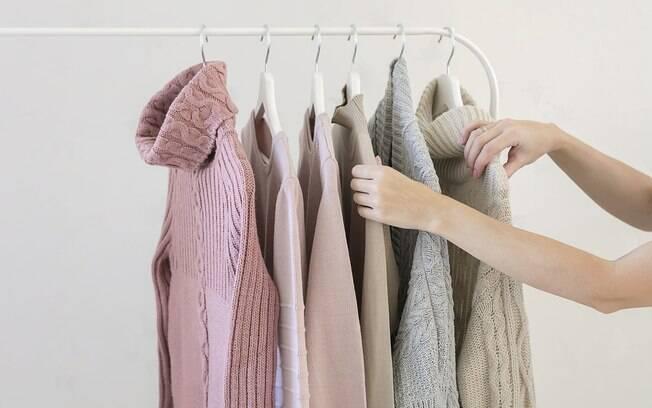 Aprender a como arrumar o quarto é simples: veja quais itens você não usa mais, como roupas, sapatos e acessórios