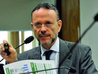 Luciano Coutinho disse que ainda não sabe data para alta do juro