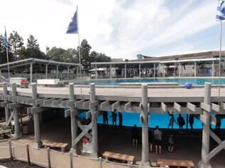 Na parte de baixo fica o tanque onde as baleias esperam o show do