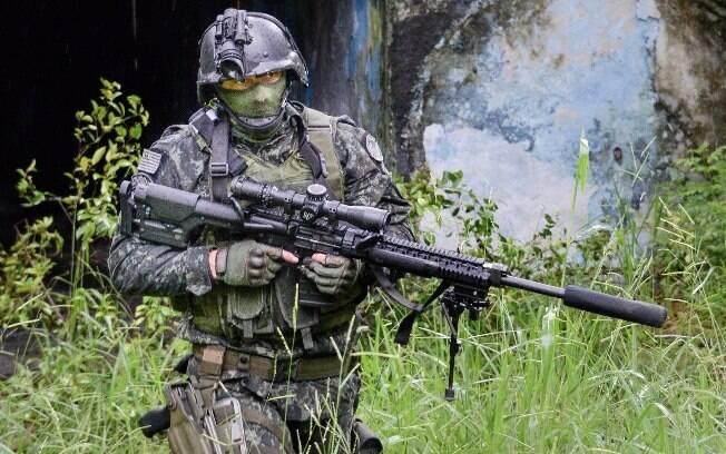 Atirador de elite do Comandos e Operações Especiais, tropa de elite da Polícia Militar paulista