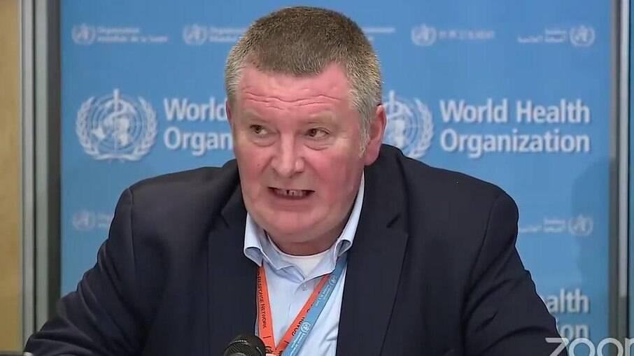 Diretor de operações da OMS, Mike Ryan, pede as autoridades medidas mais duras contra pandemia