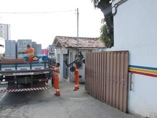 Cadeiras e armários foram levados da 174ª Cia. da Polícia Militar na tarde de ontem
