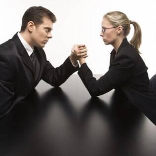 Na disputa por reconhecimento, mulheres ainda estão abaixo dos ganhos salariais dos homens