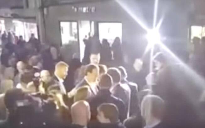 Adolescente dá soco no rosto do primeiro-ministro da Espanha