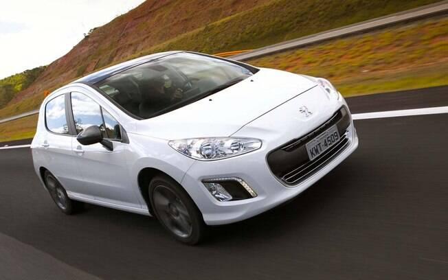 Peugeot 308 1.6 é um hatch bem equipado com motor turbo