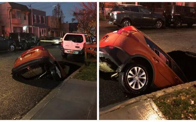 O carro estava estacionado na rua e foi 'engolido' após o asfalto ceder
