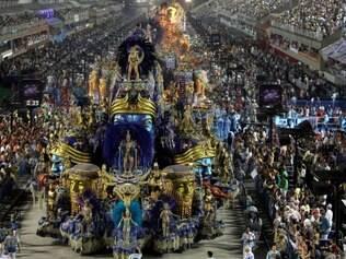 02/03/2014 - Carnaval 2014 - Desfile das escolas de samba do grupo especial do Rio de Janeiro, realizado no Sambódromo da Avenida Marquês de Sapucaí, centro da cidade. Na foto, desfile da GRES Beija-Flor de Nilópolis. Foto de Carlos Moraes / Agência O Dia                                                 CIDADE / CARNAVAL / FESTA / INTEGRANTES