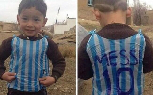 Murtaza Ahmadi  ficou conhecido por usar uma camisa de Messi feita com sacola plástica
