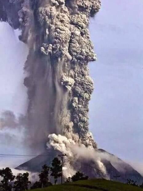 Cinzas negras atingiram 10 mil metros de altura durante a erupção do vulcão na Guatemala