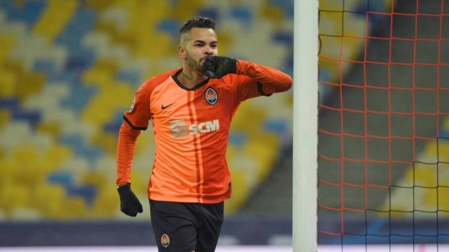Dentinho tem contrato até dezembro com o Shakhtar