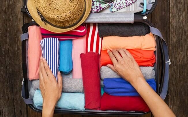 Adotar algumas técnicas na hora de arrumar a mala de viagem é o segredo para deixá-la mais leve e espaçosa