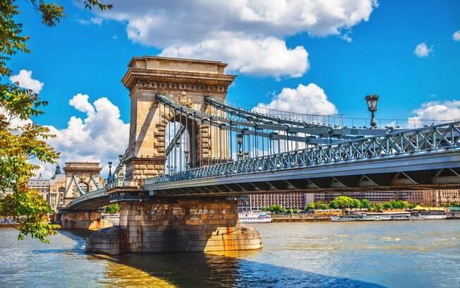A Ponte das Correntes foi a primeira ligação entre Buda, na margem direita do Danúbio, com Peste, na margem esquerda