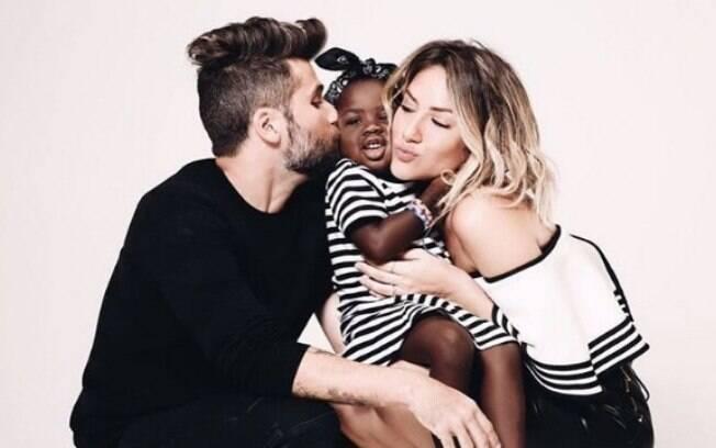 Atriz Giovanna Ewbank e o ator Bruno Gagliasso adotaram a pequena Titi e formaram uma família interracial