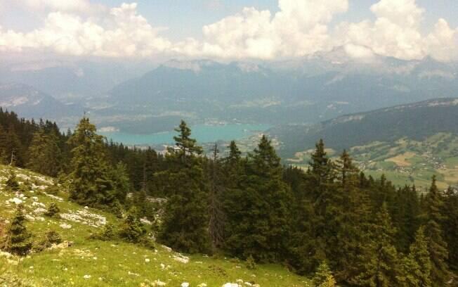 É uma paisagem nova a cada curva, conta Nicole sobre a L'Etape du Tour, na França
