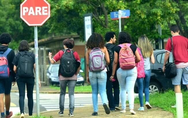 Pesquisa aponta que adolescentes tiveram piora no sono e alimentao na pandemia