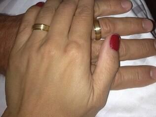 Nívea Stelmann ganha aliança no Dia dos Namorados e publica foto com desenho de noiva