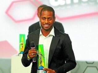 Disputa boa. Dedé foi eleito o melhor zagueiro do Brasileirão de 2013, junto com Manoel, ex-Atlético-PR e atual companheiro de clube