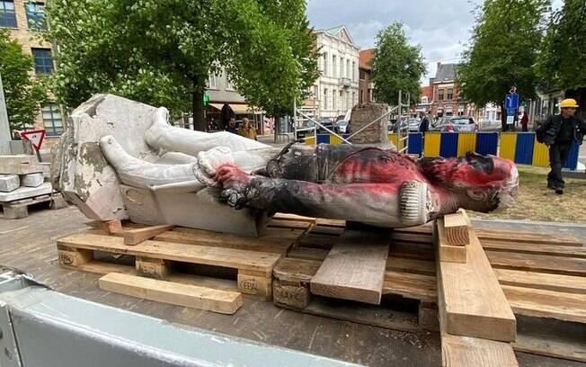 Estátua foi vandalizada e será restaurada.