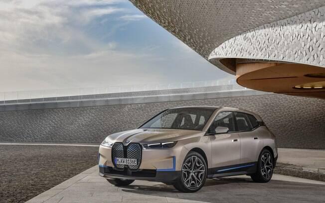 O BMW iX elétrico é um SUV premium de última geração em design, desempenho e autonomia
