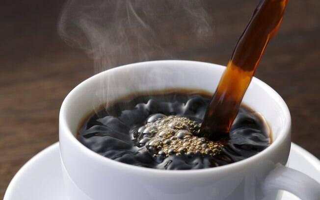 A blogueira garante que o café é um aliado e tanto para não deixar a roupa escura ficar desbotada – e não deixa cheiro