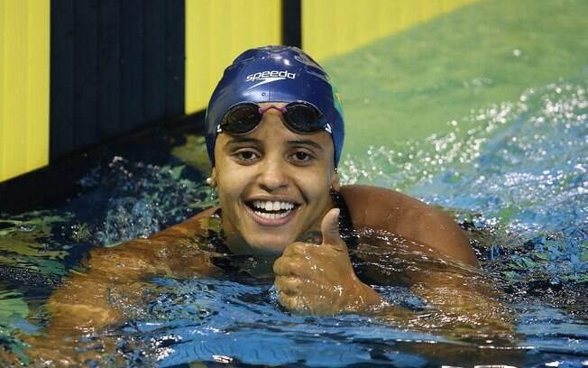 Etiene Medeiros faz prova histórica nos 100m costas, com recorde e ouro inédito para a natação brasileira