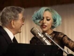 Lady Gaga e Tony Bennett fazem show surpresa em escola de artes em NY