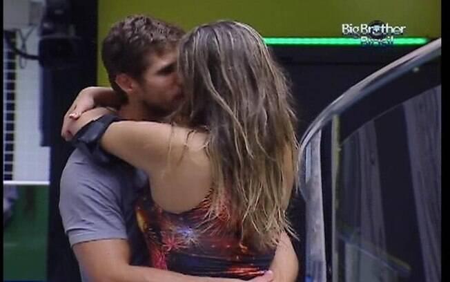 Gaúcho e catarinense selam a paz com beijo