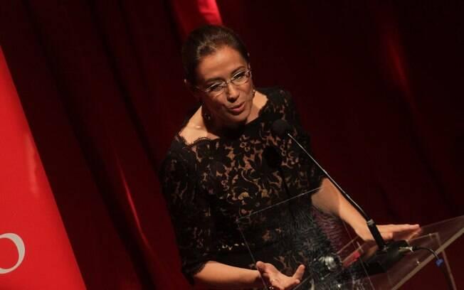 Lília Cabral foi a mestre de cerimônia do Prêmio Contigo de Teatro