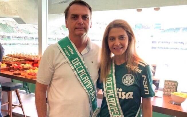 Bolsonaro posou com Leila Pereira nos camarotes do Allianz Parque