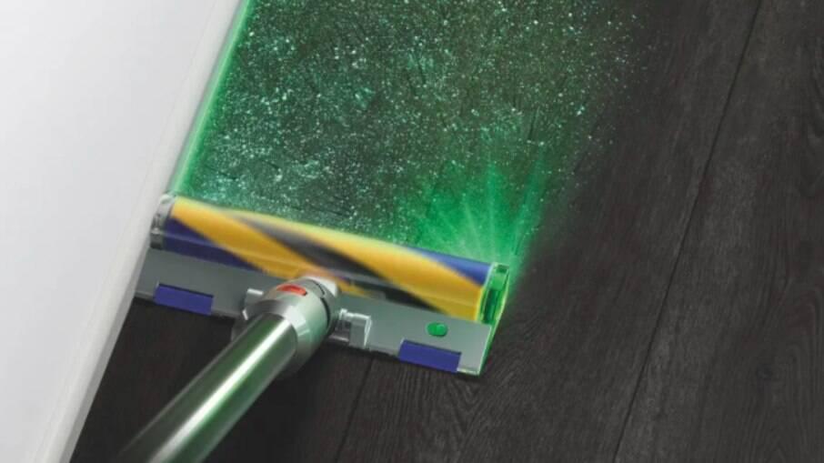 Aspirador ilumina poeira com laser