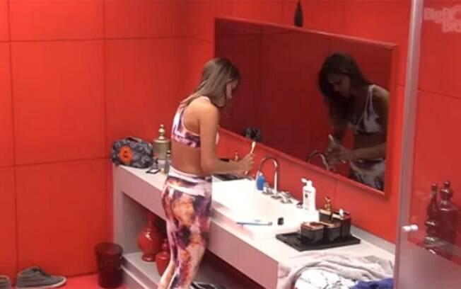 Angela critica Aline