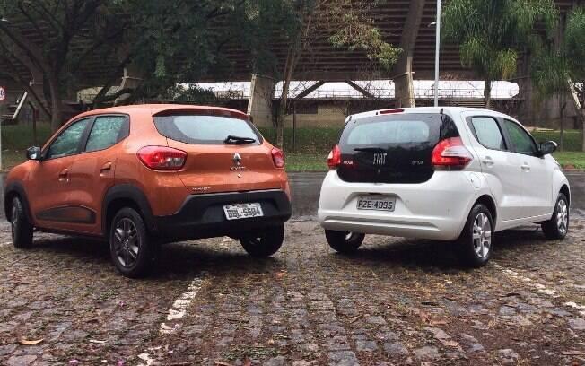 Tampa do porta-malas do Fiat é de vidro, toque sofisticado que o Renault,  um pouco mais rústico, não tem