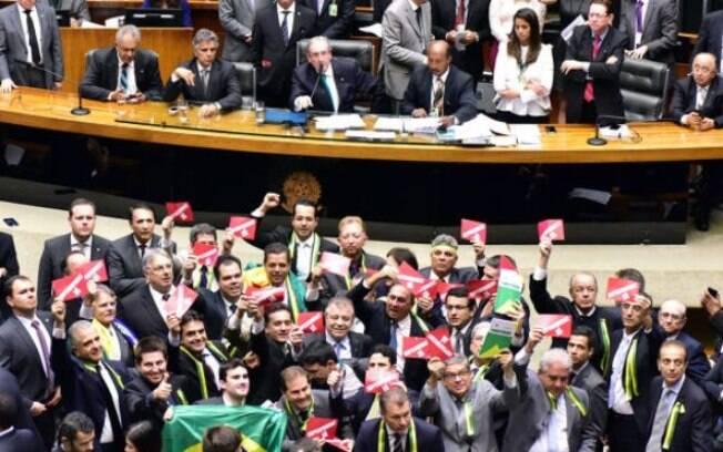 Protesto pró-impeachment na Câmara: Deputados definirão se processo será aberto