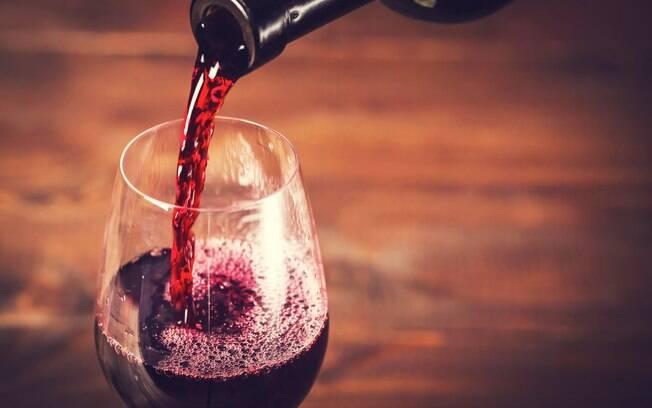 Vinho, quando ingerido com moderação, traz benefícios para a saúde