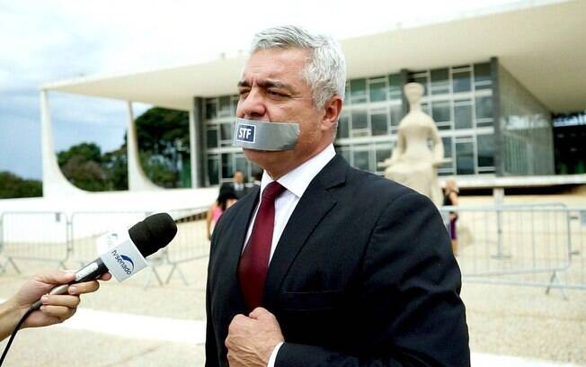 Major Olímpio protesta contra o STF em frente ao Senado