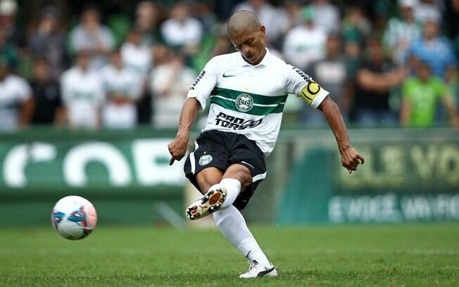 Alex retornou ao Coritiba, clube onde foi  formado, e vem sendo o grande destaque da equipe  no Brasileiro