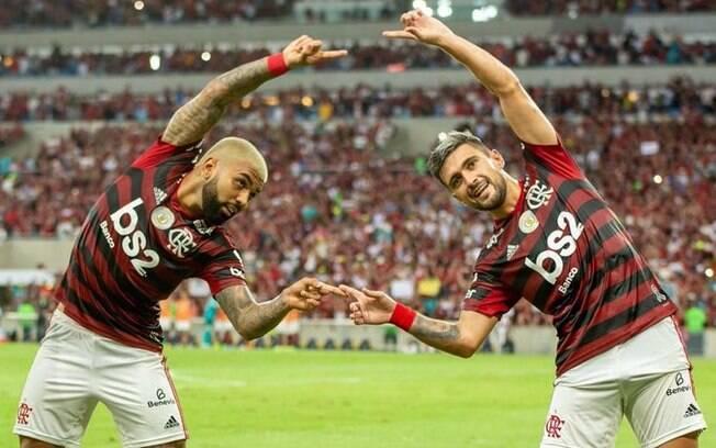 Gabigol e Arrascaeta celebram gol do Flamengo no Maracanã