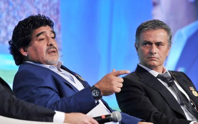 Mourinho participou de debates ao lado de  Maradona no fórum em Dubai