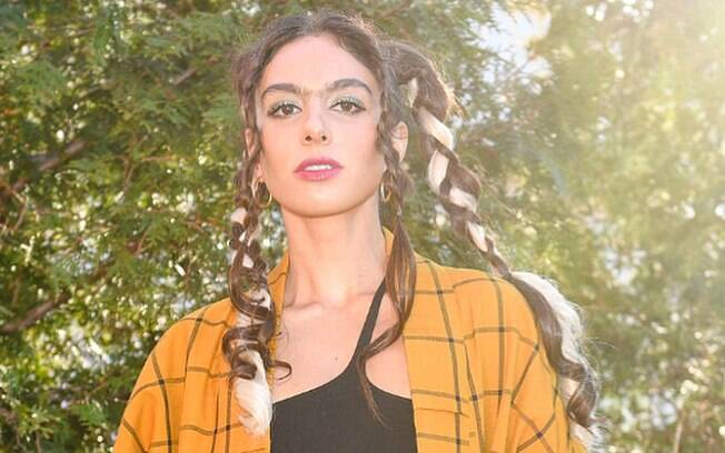 Shari Loeffler passou 24 anos refém de procedimentos estéticos e da pinça para tirar os pelos e esconder a monocelha