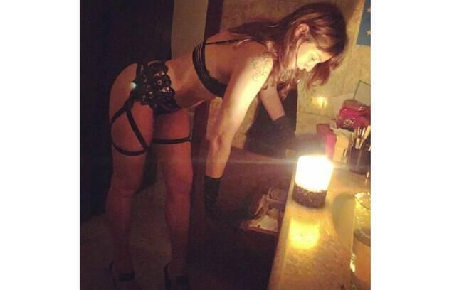 Luana Piovani sensualiza em clique com lingerie nas redes sociais