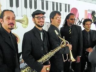 Take Five.  Quinteto que  tem 20 anos de experiência musical se apresenta no projeto Aqui Jazz