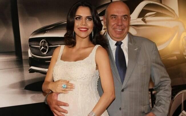 24 ANOS: Amilcare Dallevo (55 anos) e Daniela Albuquerque (30 anos). Foto: Claudio Augusto