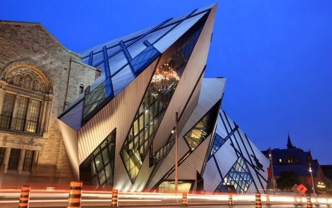 A bela arquitetura do Royal Ontario Museum, o maior museu canadense