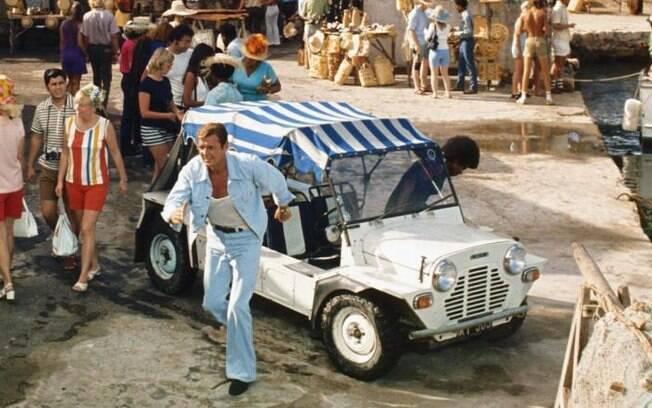 Mini Moke foi um dos carros em que Roger Moore mais apareceu nas cenas dos filmes como agente 007