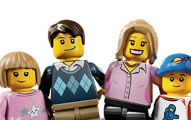 A família foi comparada com bonecos de Lego