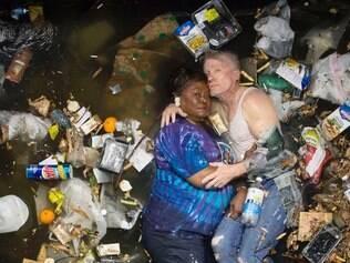 INTERESSA - 7 DIAS DE LIXO - 10.07.2014  7 Days of garbage : Marsha and Steven  FOTO : Gregg Segal/Divulgacao