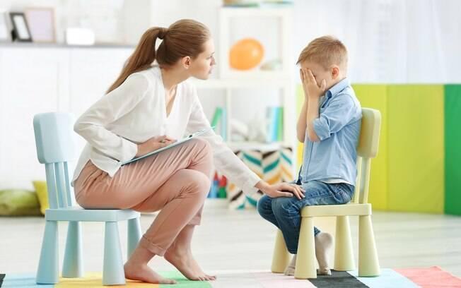 Psicólogos podem ajudar na hora de identificar a causa das manias das crianças, fique atento aos sinais que o seu filho dá