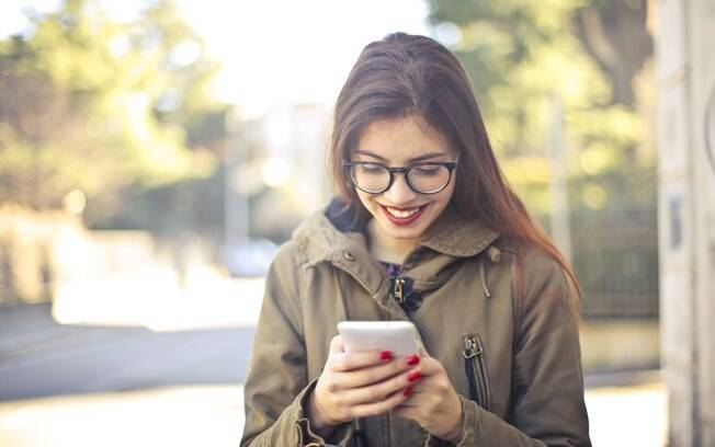 Sim, ter um relacionamento virtual é possível, mas e quando você descobre que não está falando com quem imaginava?